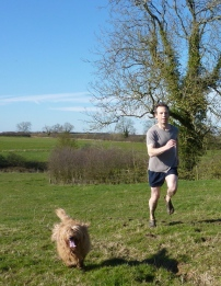 Richard Askwith running with Nutmeg